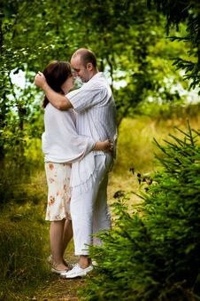 Free Kissing Couple Royalty Free Stock Images - 4698619