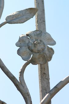 Free Steel Flower Against The Blue Sky Stock Photos - 473833