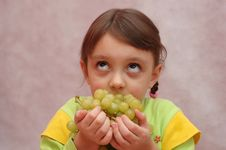 Free The Girl And Grapes Stock Image - 4702041