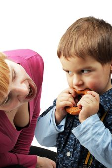 Free Mom And Her Son Eating One Bagel Stock Photos - 4708773