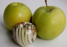 Free Onyx And Green Apples Royalty Free Stock Photo - 4709125