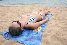 Free Relaxing On The Beach Royalty Free Stock Image - 4713266