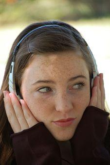 Free Pretty Tween Listening Stock Images - 4716514