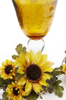 Free Big Yellow Wineglass With Artificial Sunflowers Royalty Free Stock Photos - 4716568