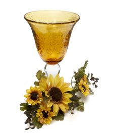 Free Big Yellow Wineglass With Artificial Sunflowers Royalty Free Stock Photos - 4716578