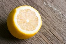 Free Half Of Yellow Lemon Stock Images - 4717624