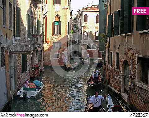 Free Narrow Streets Of Venice Royalty Free Stock Photography - 4728367