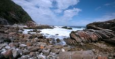 Free Rocky Shores Of Victoria Bay Royalty Free Stock Photography - 4720937