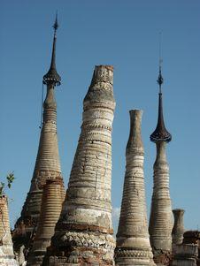 Free Cracked Stupa Garden Royalty Free Stock Photography - 4721077