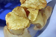 Free Potato Chips In A Stainless Steel Dish Stock Images - 4723084
