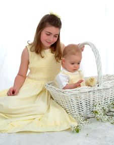 Siblings Looking At Chick Royalty Free Stock Images