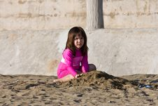 Free Girl Playing With Sand Royalty Free Stock Images - 4734149