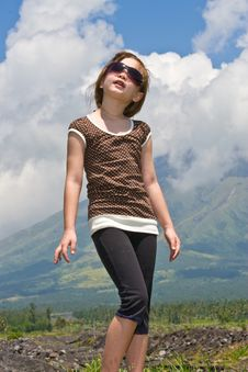 Girl Looking Up To The Sky Royalty Free Stock Photography
