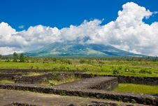 Free Mayon Volcano In Clouds Royalty Free Stock Photo - 4734425