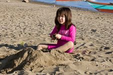 Free Girl Playing With Sand Stock Photography - 4734462