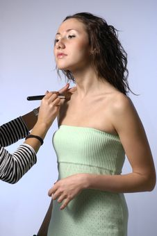 Free To The  Girl Do A Make-up Stock Photos - 4738913