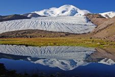 Free Reflection Of Mountain Elbrus Royalty Free Stock Photography - 4740457