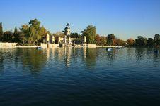 Free Pond In Retiro Gardens Royalty Free Stock Image - 4741996