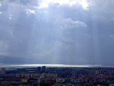 Free Sunshine Amoung Clouds Royalty Free Stock Image - 4742786