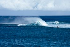 Free Blowing Foam On Hawaiian Waves Royalty Free Stock Photography - 4743477