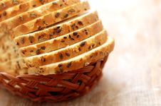 Free Loaves Of Bread In A Basket Royalty Free Stock Images - 4747349
