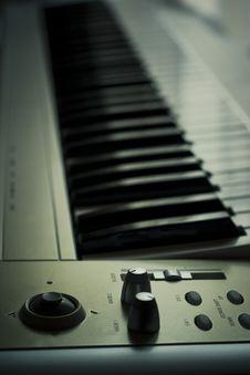Free Synthesizer Keyboard Royalty Free Stock Images - 4748319