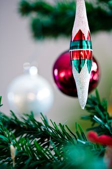 Free Christmas Ornament Hanging From A Christmas Tree Stock Photography - 4751492