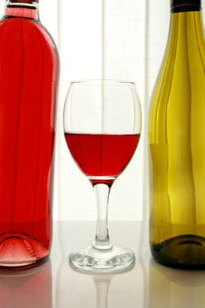 Free Wine Bottles With Wine Glass Royalty Free Stock Photography - 4757917