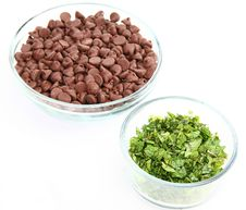 Free Chocolate Chips And Fresh Mint Leaves Stock Photography - 4758072
