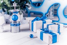Free White Christmas Gifts With Blue Ribbons Stock Images - 47594394