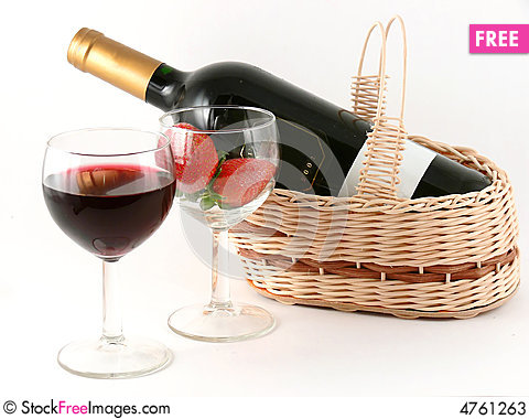 Free Wineglass With Red Wine And Strawberry Stock Photos - 4761263