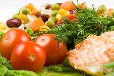 Free Stake From A Salmon With Vegetables Stock Image - 4767601