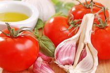 Free Garlic, Tomatoes And Basil. Royalty Free Stock Photography - 4770337