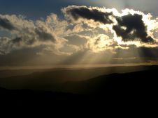 Free Sunbeams From Behind Clouds Stock Photography - 4773012