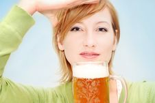 Free Irish Girl With A Beer Royalty Free Stock Image - 4773476