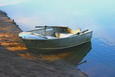 Free Lonely Boat Stock Image - 4775451