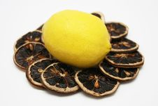 Free Fresh Lemon And Dry Lemon Slices Royalty Free Stock Image - 4775506
