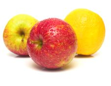 Free Lemon And Apples On White Royalty Free Stock Photography - 4776217