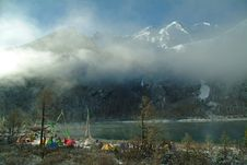Free Camping In The Snow-capped Mountains, Lakes Royalty Free Stock Image - 4776336