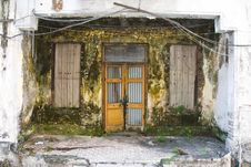 Free Dirty Decayed House Front Royalty Free Stock Image - 4780446