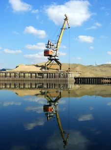 Free Crane And Reflection Royalty Free Stock Image - 4789666