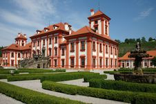 Free Baroque Manor House In Prague Royalty Free Stock Images - 4791079