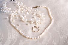 Free Pearls And Rings Royalty Free Stock Photos - 4793738