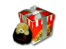Free Bear And Gift Stock Image - 4795351