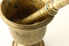 Free Bronze Mortar With Pestle Royalty Free Stock Photos - 4796578