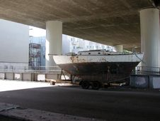 Free Boat Under Freeway Royalty Free Stock Images - 483879