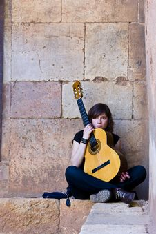 Free Young Guitar Performer Royalty Free Stock Images - 4800169