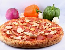 Free Pizza With Toppings Royalty Free Stock Photos - 4800458