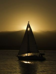 Free Sail Into The Sunset Royalty Free Stock Image - 4804126