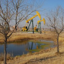 Free Pumping Oil Stock Photo - 4804310